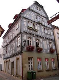 Ansicht von der Kirchstraße / Wohn- und Geschäftshaus in 74354 Besigheim (06.06.2016 - Denkmalpflegerischer Werteplan, Gesamtanlage Besigheim, Regierungspräsidium Stuttgart )