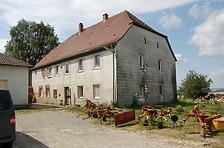 Nordostansicht vor der Instandsetzung / Ehemaliges Gutshaus in 74219 Möckmühl, Züttlingen (02.08.2012 - Gerd Schäfer)