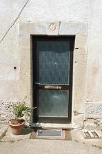 Eingangsbereich auf der Ostseite mit der Inschrift 1818 / Ehemaliges Gutshaus in 74219 Möckmühl, Züttlingen (02.08.2012 - Gerd Schäfer)