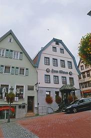 """Ansicht von Südwest, vom Rathausplatz. / Gasthaus """"Löwen"""" in 71522 Backnang (Armin Seidel)"""