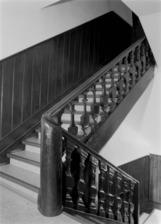 Treppe zwischen erstem und zweitem Obergeschoss (Hajdu, 1989) / Wohnhaus in 73525 Schwäbisch Gmünd (Foto Marburg, Foto: Hajdu, Rose; Aufnahme-Nr. rhsgm89-12-01)