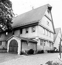 Übereckansicht von Nordosten (um 1989) / sog. Heiligenhaus in 72660 Beuren