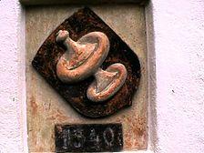 Wappen der Besserer und aufgemalte Jahreszahl 1540 über der Eingangstüre auf der Südseite / Schloss Obertalfingen in 89075 Ulm - Obertalfingen, Böfingen (03.12.2001 - Michael Hermann)