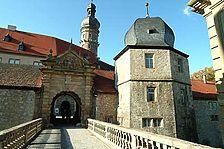 Schloss Weikersheim, Marstall mit Torturm und Tordurchfahrt von Osten. / Marstall in 87990 Weikersheim