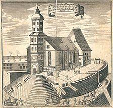 Ansicht von St. Michael von 1717, erschienen als Beilage zu einem Aufruf des Haller Buchdruckers G. M. Mayer zur Unterstützung eines Bibeldrucks. Dargestellt sind die Brücken, die den Kirchenvorplatz mit einigen der umbebenden Häuser der reichsstädtischen Oberschicht verbanden (StadtA SHA HV HS 88) / Michaelskirche, ev. Stadtkirche in 74523 Schwäbisch Hall
