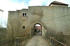 Burg Brauneck, Schildmauer mit Tor. / Burg Brauneck in 97993 Creglingen, Brauneck