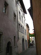 Konstanz, Rheingasse 15/Ecke Niederburggasse, Blick in die Niederburggasse (Schoenenberg 2008) / Zum Goldnen Schaf, Haus zur Reuschen, ehem. zum Goldnen Kreuz in 78462 Konstanz