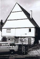 straßenseitiger, teilverkleideter Südgiebel / Fachwerkgebäude in 73669 Lichtenwald - Thomashardt