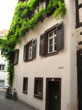 Konstanz, Niederburggasse 4; Ansicht von der Niederburggasse Richtung Westen / Wohnhaus in 78462 Konstanz (20.05.2012 - Schönenberg)