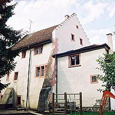 Stadtmauerseite des Ostbaus von Südosten, rechts der östliche Anbau / Altes Rentamt / Farrenstall in 78187 Geisingen