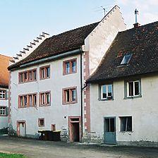 Ostbau (Wohnteil) von Nordwesten, daran anschließend der östliche Abschnitt des Westbaus / Altes Rentamt / Farrenstall in 78187 Geisingen