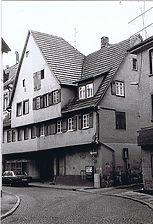 östliche, straßenseitige Trauffassade des Gebäudes als Nordhälfte eines Ursprungsbaus. Nordgiebel des Ursprungshauses zur Gasse  / Fachwerkhaus in 73728 Esslingen a.N., Esslingen am Neckar