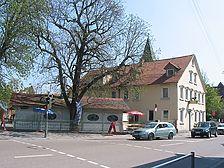 Ansicht des Gebäudes mit Biergarten von Nordwesten (2007) / Gasthaus Löwen in 70329 Stuttgart-Hedelfingen