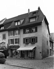 Eckgebäude, Ansicht von Westen / Wohn- und Geschäftshaus in 79219 Staufen, Staufen im Breisgau (Stadtarchiv Staufen)