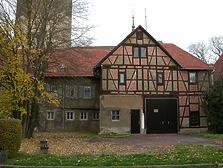 Digitale Aufnahme, die Südansicht auf die Scheune sowie die Längsseite des Wohnhauses Pfarrgasse 15 zeigend. Aufgenommen 2008. / Wohnhaus mit Scheune (ehem. Torwächterhaus am Oberen Tor) in 74354 Besigheim