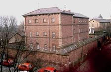 ehem. Amtsgefängnis, Ansicht von Osten, 1990, Urheber: Neuenburg am Rhein, Bildmessung GmbH / ehem. Amtsgefängnis in 76227 Karlsruhe-Durlach (03.07.2009)