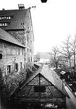 Aufnahme von Nordost, 1982 / Steinhaus mit Scheune des Pfleghof in 75438 Knittlingen