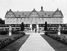 Aufnahme des Südflügels con 1977 (www.bildindex.de) / Schloss in 97990 Weikersheim
