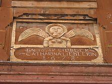 Hölzerne Relieftafel mit der Bauinschrift von 1628 / Lieblerhaus in 97941 Tauberbischofsheim