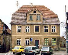"""ehem. Gasthaus """"Zum Löwen"""", Ostfassade Quelle: Hans-Hermann Reck / Ehem. Gasthaus """"Zum Löwen"""" in 74889 Sinsheim-Hilsbach"""