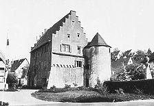 Ehem. Wasserschloss mit Rundturm, um 1530, aufgen. ~ 1979 Quelle: Bildarchiv Foto Marburg / Ehem. Wasserschloß in 74834 Elztal, Dallau