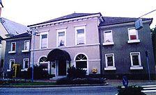 Pfarrzentrum, ehem. Rat- und Schulhaus , Ansicht von Südwesten Quelle:  Barbara und Robert Crowell (Diplomingenieure Freie Architekten)  / Pfarrzentrum, ehem. Rat- und Schulhaus in 68789 St. Leon-Rot