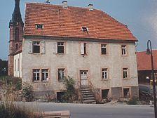 Ostfassade Quelle: Bestandsdokumentation von Erb und Friedel, Eberba / Ehem. Schul- und Rathaus in 69429 Waldbrunn, Waldkatzenbach