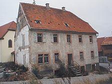 Ostfassade Quelle: Bestandsdokumentation von Erb und Friedel, Eberbach / Ehem. Schul- und Rathaus in 69429 Waldbrunn, Waldkatzenbach