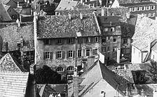 """ehemaliges Zunfthaus """"zur Katz"""", Versammlungshaus des Patriziats, Südansicht vom Turm von St. Stephan / Das ehemalige Gesellschaftshaus """"Zur Katz"""" in 7750  Konstanz (www.bildindex.de)"""