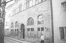 """Nordansicht der Katzgasse / Das ehemalige Gesellschaftshaus """"Zur Katz"""" in 7750  Konstanz (Südwestdeutsche Beiträge zur historischen Bauforschung, Bd. 1, hrsg. vom Arbeitskreis für Hausforschung BW, Freiburg i. Br. 1992)"""