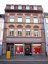 """Strassenfassade des Vorderhauses / Haus """"Zum Kleinen Kameltier"""" in 79098 Freiburg, Altstadt (19.11.2010)"""