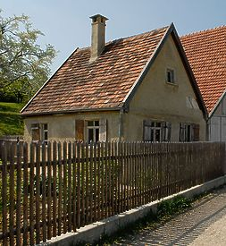 Ausgedinghaus im FLM Beuren; Giebelseite / Ausgeding aus Aichelau (Hofanlage Aichelau) in 72539 Aichelau (http://www.freilichtmuseum-beuren.de/museum/rundgang/ausgedinghaus-aus-aichelau/)