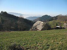 Blick über den Danielenhof ins Dreisamtal. / Danielenhof in Sankt Märgen, Auf der Spirzen (31.12.2006 - www.freiburg-schwarzwald.de)