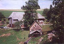 Der Danielenhof mit zugehöriger Mühle im Vordergrund. / Danielenhof in Sankt Märgen, Auf der Spirzen (www.freiburg-schwarzwald.de)