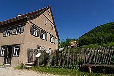 """Ansicht im FLM Beuren / Wohnhaus mit Schreinerei aus Ohmenhausen; sog. """"Haus auf der Lind"""" in 72770 Ohmenhausen (http://www.freilichtmuseum-beuren.de/museum/rundgang/wohnhaus-mit-schreinerei-aus-ohmenhausen/)"""