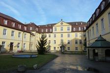 Schloss Kirchberg, Ehrenhof mit Blick auf den Hauptbau (gen Norden; 2011) / Schloss Kirchberg an der Jagst in 74592 Kirchberg an der Jagst (01.11.2011 - strebewerk)