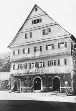 """Ehem. Badhaus, Straßengiebel (1940/1950) / Ehem. Badherberge; sog. Haus """"zum Großen Christoffel"""" in 73035 Jebenhausen (21.01.2013 - Bildindex Foto Marburg: LAD Baden-Württemberg, Stuttgart, Microfiche-Scan mi05397f07)"""