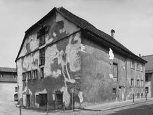 Ansicht gegen Norden; Zustand vor der Restaurierung (2008) / Weberzunfthaus in 88239 Wangen, Wangen im Allgäu (http://www.denkmalpflege-bw.de/fileadmin/media/geschichte_auftrag_struktur/wegweiser_im_umgang_mit_dem_denkmal/wegweiser/)