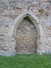 Ehemaliges Hauptportal an der Westseite der Überreste des Langhauses / Ottilienkapelle in 75031 Eppingen, Ottilienberg (20.11.2013 - strrebewerk. Riegler Läpple, Partnerschaft Diplom-Ingenieure)