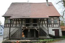 Wohnhaus Mühlstraße 15/17 mit Doppelzugang. / Bauernhaus mit Scheune Mühlstraße 15+17 in Reutlingen-Betzingen (23.04.2013 - winterfuchs)